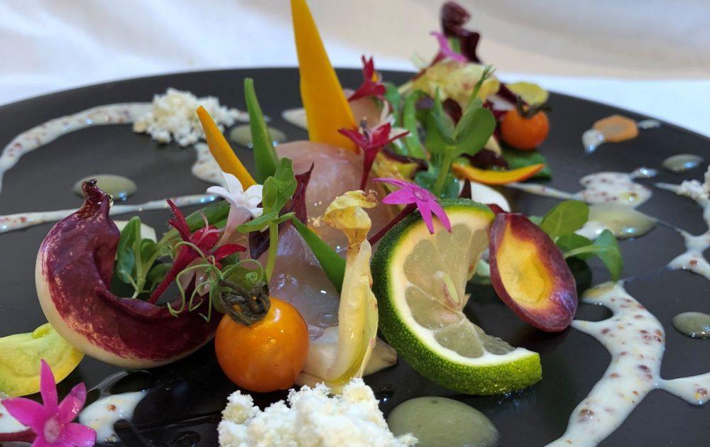 鹿児島産「かのやカンパチ」のカルパッチョ 滋賀県みなくちファームの野菜を添えて 四万十ぶしゅかんの香り